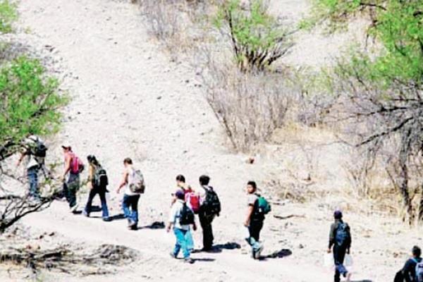 Miles de centroamericanos cruzan México todos los días para intentar llegar a EE. UU. (Foto Prensa Libre: Internet).