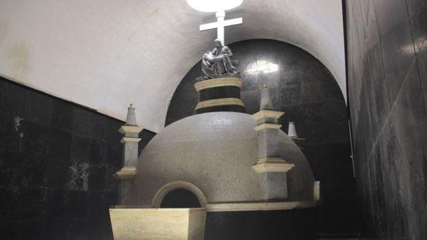 En la bóveda bajo ella se guardan los huesos de los primeros pobladores de Lampa. PAUL PALAO