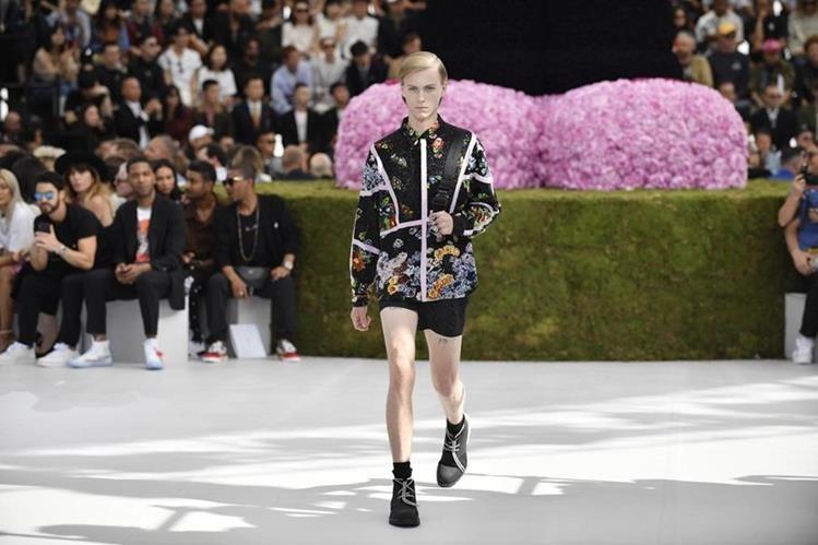 Flores, estampados y aplicaciones llenas de detalles pudieron apreciarse en la semana de la moda de París. Foto Prensa Libre: EFE