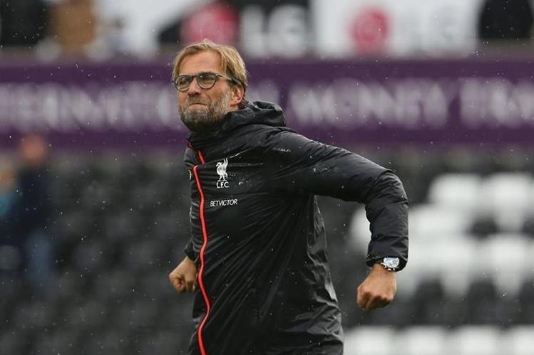 El estratega alemán Jürgen Klopp le ganó el pulso a Mourinho y a Guardiola, para convertirse en el mejor técnico de septiembre en la Premier League (Foto Prensa Libre: Hemeroteca PL)