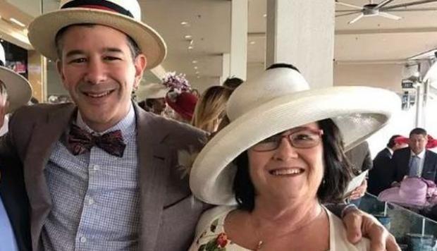 Travis Kalanick, fundador de Uber, junto a su madre Bonnie, quien murió en un accidente. (Foto Prensa Libre: @primerahora)