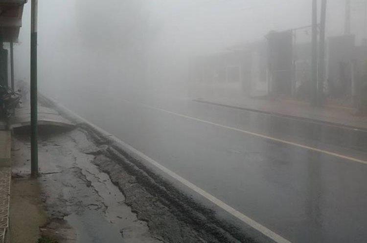 Las autoridades de Sololá piden precaución al ciercular por la ruta Interamericana.(Prensa Libre:Ángel Julajuj)