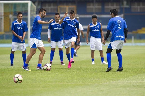 Suchitepéquez se ejercitó esta mañana en el estadio Doroteo Guamuch Flores, para preparar el duelo contra el Real Estelí de Nicaragua (Foto Prensa Libre: Norvin Mendoza)