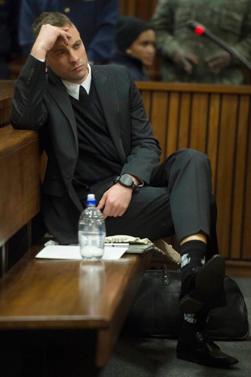 Pistorius fue encontrado culpable de asesinado pero no se ha podido probar premeditación del caso y podría ser condenado a 15 años de prisión. (Foto Prensa Libre: AFP)