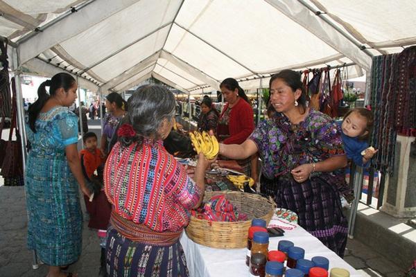 """<p>Mujeres indígenas de Sololá son capacitadas en distintas disciplinas. (Foto Prensa Libre: Édgar René Sáenz)<br _mce_bogus=""""1""""></p>"""