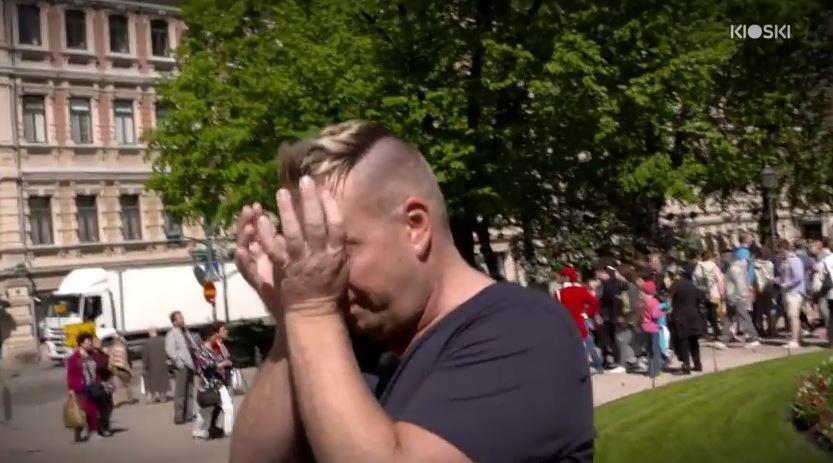 Janne explota en llanto al ver el cariño que le mostraron las personas. (Foto Prensa Libre: Youtube)
