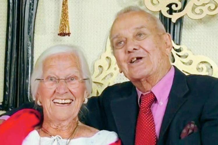 Jeanette y Alexander Toczko, la feliz pareja que ha protagonizado una de las historias de amor más impresionantes en California. (Foto: thesun.com.uk).