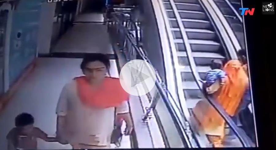 Una niña murió en un centro comercial al norte de India, luego de una caída causada por un descuido de su madre al tomarse una selfi. (Foto prensa Libre: www.tn.com.ar)