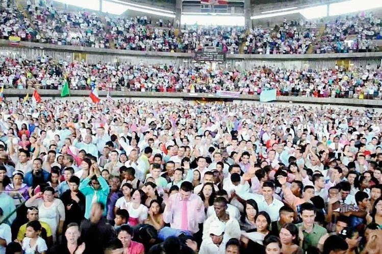 Miles de brasileños profesan la religión evangélica, algunos. (Foto: Internet).
