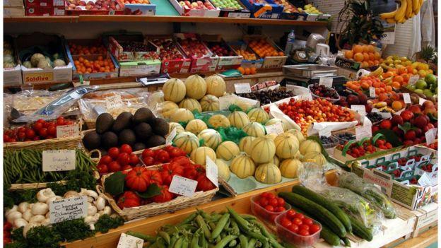 Las calorías de las frutas y otros alimentos ricos en fibra tienen ventajas. (BBC Mundo)