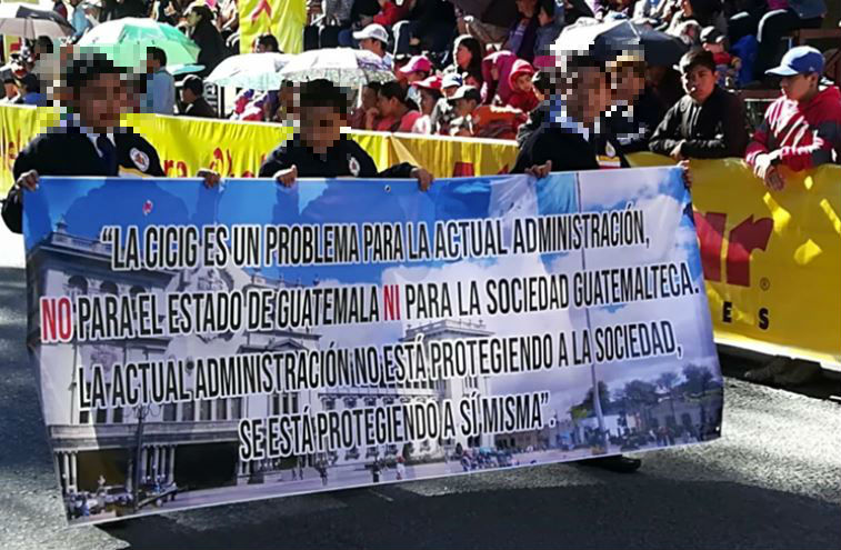 Estudiantes de Quetzaltenango piden que la Cicig continúe en el país. (Foto Prensa Libre: Raúl Juárez)