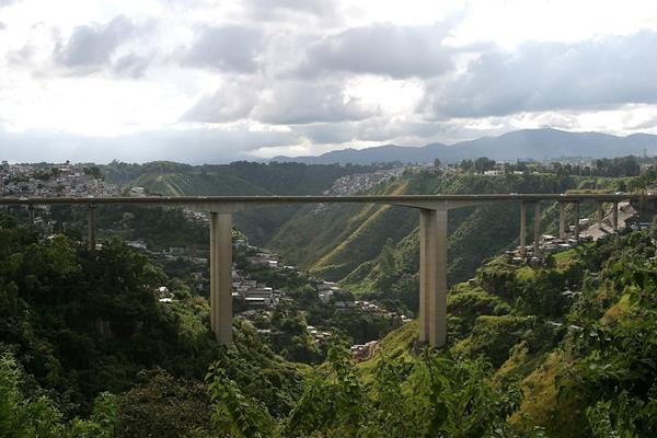 El puente El Incienso conecta la zona 7 con la zona 1 y 3 capitalina. (Foto Prensa Libre: Hemeroteca PL)