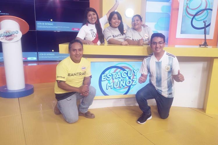 La familia Estacuy Muñoz durante su participación del programa Soñando en Familia de Guatevisión. (Foto Prensa Libre: Cortesía).