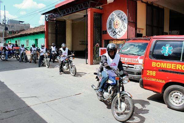 Socorristas participan en la Caravana del casco negro, en Santa Cruz del Quiché. (Foto Prensa Libre: Óscar Figueroa)