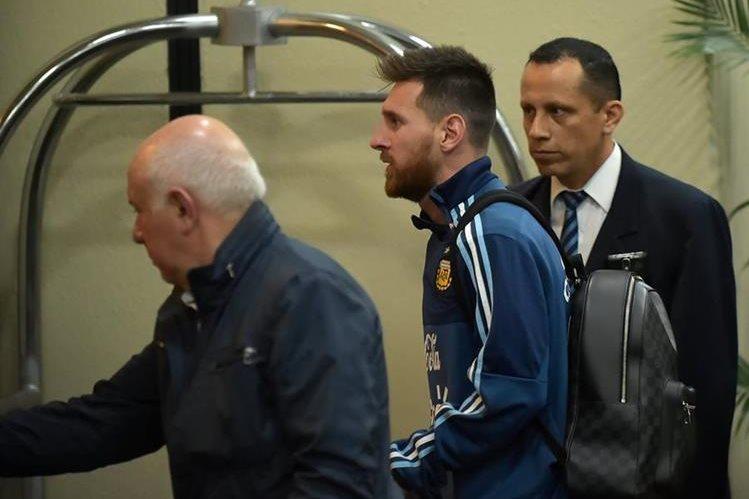Argentina ya se encuentra en Ecuador para afrontar el partido de todo o nada contra la selección local. (Foto Prensa Libre: AFP)