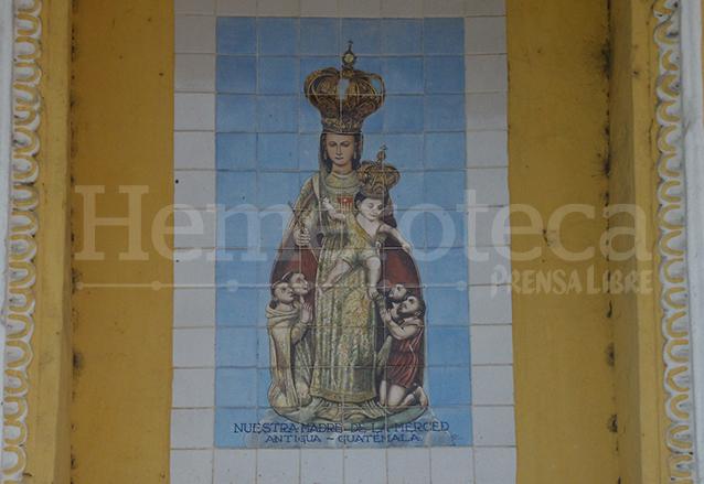 Un azulejo colocado en el Templo Mercedario de la Antigua Guatemala recuerda a la Virgen de la Merced, patrona de dicho templo durante la época colonial. (Foto: Néstor Galicia)
