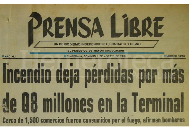 Titular de Prensa Libre del 1 de Agosto de 1993 donde se informaba del incendio en la Terminal. (Foto: Hemeroteca PL)