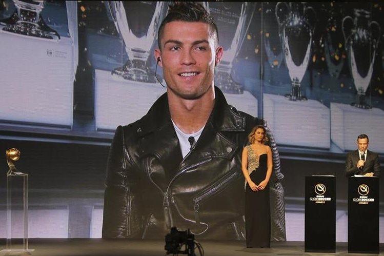 Cristiano Ronaldo al momento de saber que había ganado. (Foto Prensa Libre: AP)