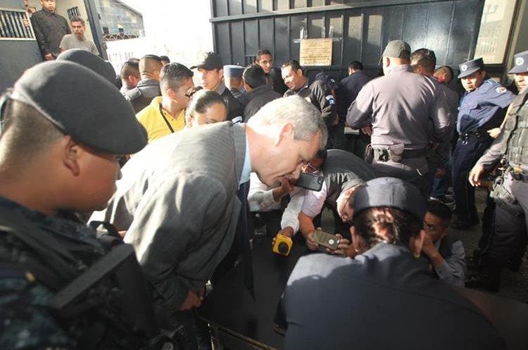 Fue trasladado por las fuerzas de seguridad a la Torre de Tribunales.