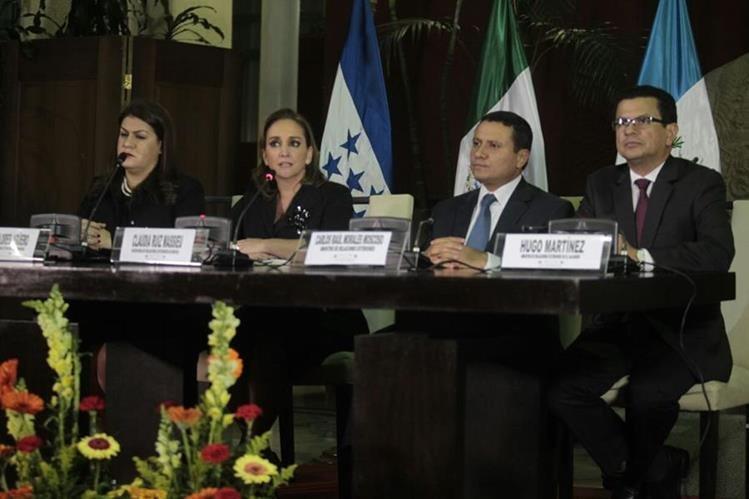 Cancilleres de Centroamérica y México se reúnen en Guatemala para definir acciones que protejan a los migrantes en Estados Unidos. (Foto Prensa Libre: Carlos Hernández)