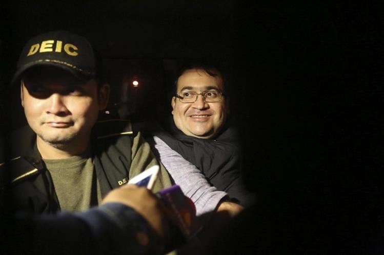 El exgobernador de Veracruz, México, Javier Duarte, fue detenido el sábado pasado en un hotel de Panajachel, Sololá. (Foto Prensa Libre:EFE)