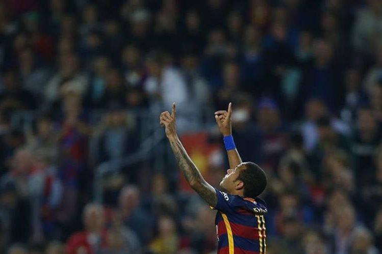 Neymar festeja luego de anotar frente al Rayo Vallecano. (Foto Prensa Libre: AP)
