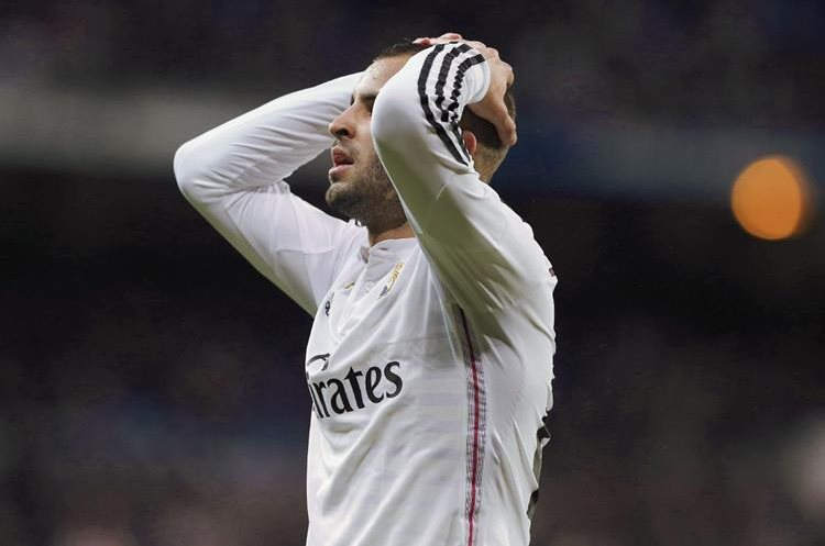 Jesé se lamenta tras perder la ocasión más clara de gol del Madrd, a puerta vacía. (Foto Prensa Libre:EFE)