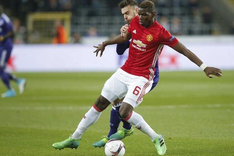 El francés Paul Pogba quiere la revancha contra el Chelsea, equipo contra el que ha perdido el Mánchester United en sus últimos dos enfrentamientos. (Foto Prensa Libre: AFP).