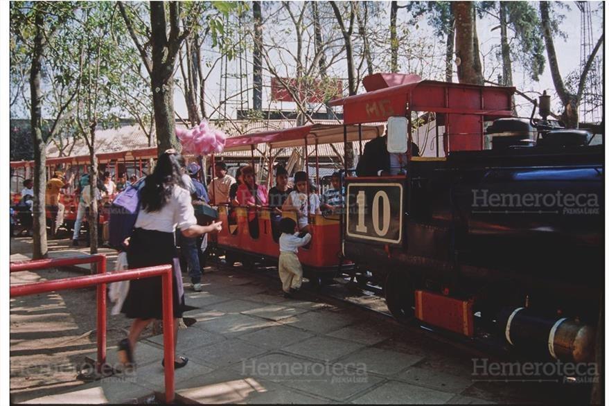 95/12/2006 Niños celebran su día en el trencito del Hipódromo del Norte. (Foto: Hemeroteca PL)
