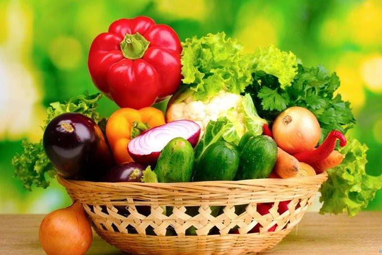 Ciertos vegetales conviene consumirlos crudos y otros cocidos, para potenciar sus nutrientes.