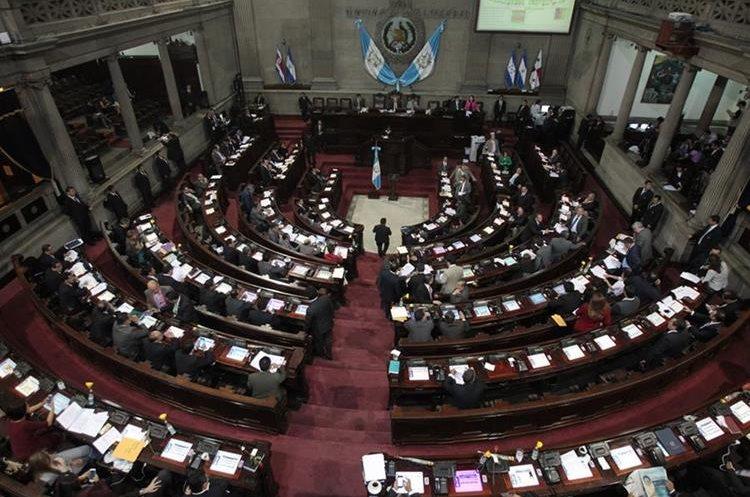 Modificar la base para el cálculo del bono 14 y aguinaldo solo para los diputados viola el derecho constitucional de igualdad. (Foto Prensa Libre: Hemeroteca PL)