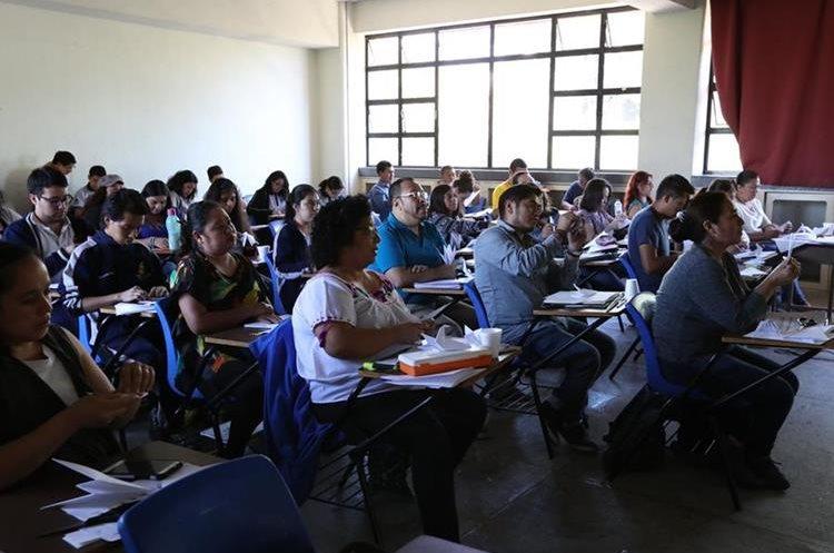 """Otro de los cursos que llenaron el cupo fue el taller de """"Educación por el arte con elementos mínimos"""", impartido por Juanmanuel Galicia. (Foto Prensa Libre: Anna Lucía Ibarra)."""