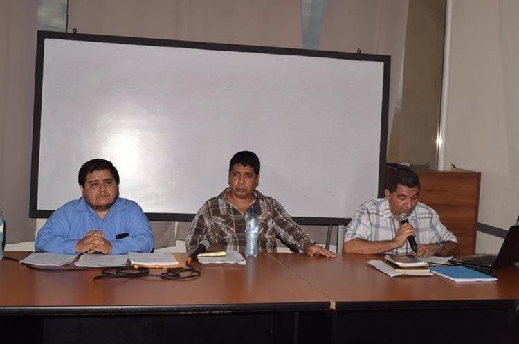 Los zacapanecos exigen cuentas claras al jefe edil y su Concejo. (Foto Prensa Libre: Mario Morales)