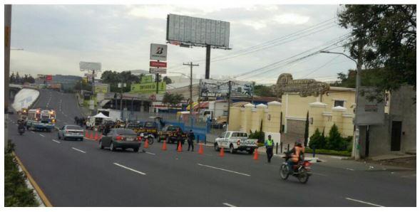 Continúa diligencia en Puente Enrique Tejada. (Foto Prensa Libre: PMT de Villa Nueva)