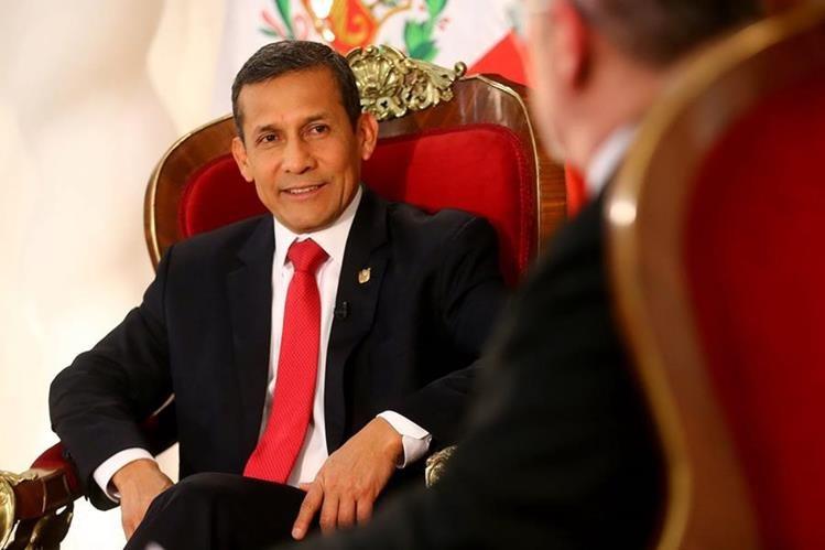 Presidente de Perú, Ollanta Humala,ha sido acosado por una serie de protestas contra la industria de extracción de recursos naturales(Foto Prensa Libre:EFE)