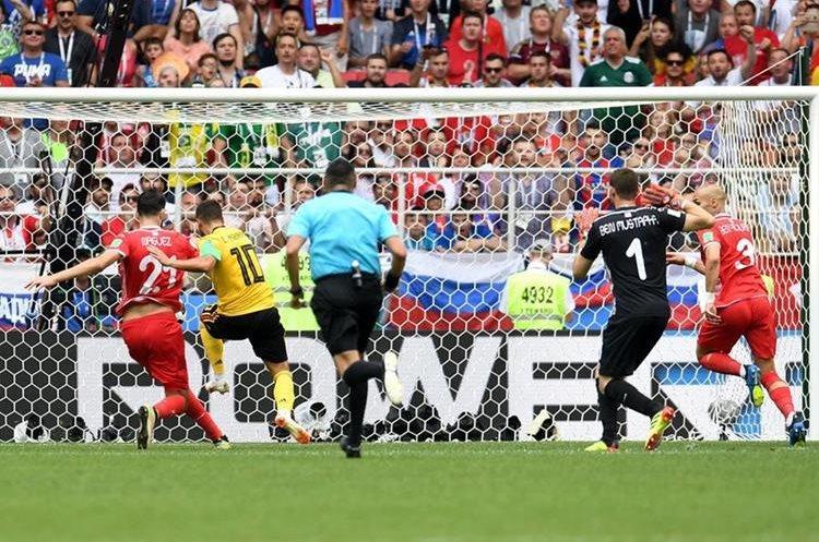 Eden Hazard anota para Bélgica ante Túnez. (Foto Prensa Libre: AFP)