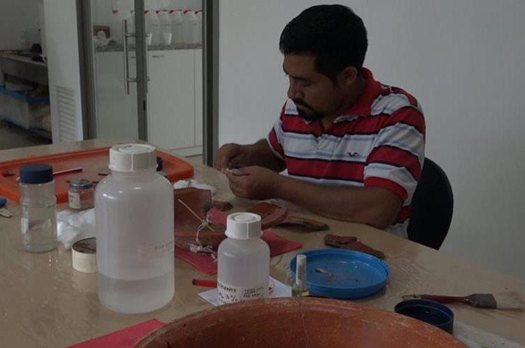 Personal del Centro de Conservación e Investigación en el Parque Nacional Tikal. (Fotografía Prensa Libre: Alvaro González)