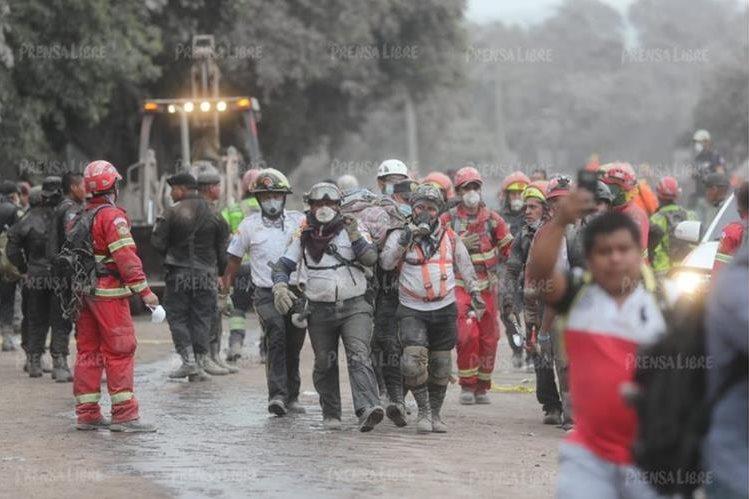 El Gobierno de Guatemala declaró estado de Calamidad en tres departamentos afectados por la erupción del Volcán de Fuego. (Foto Prensa Libre: Érick Ávila)