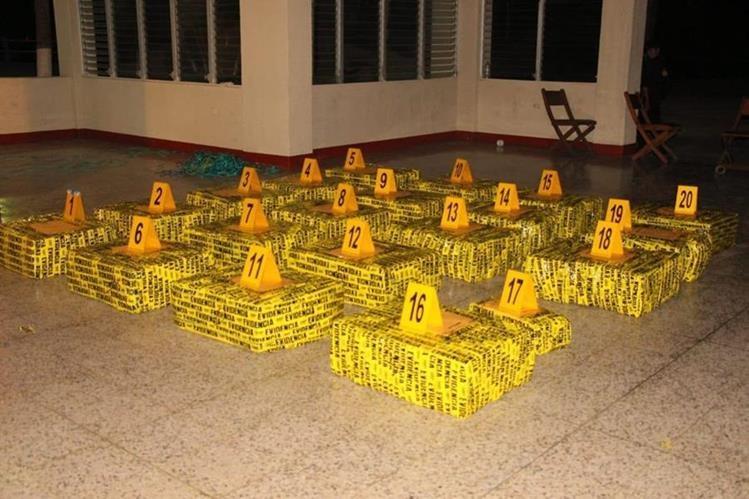 Parte de la droga decomisada el fin de semana último en el Pacífico. (Foto Prensa Libre: PNC).