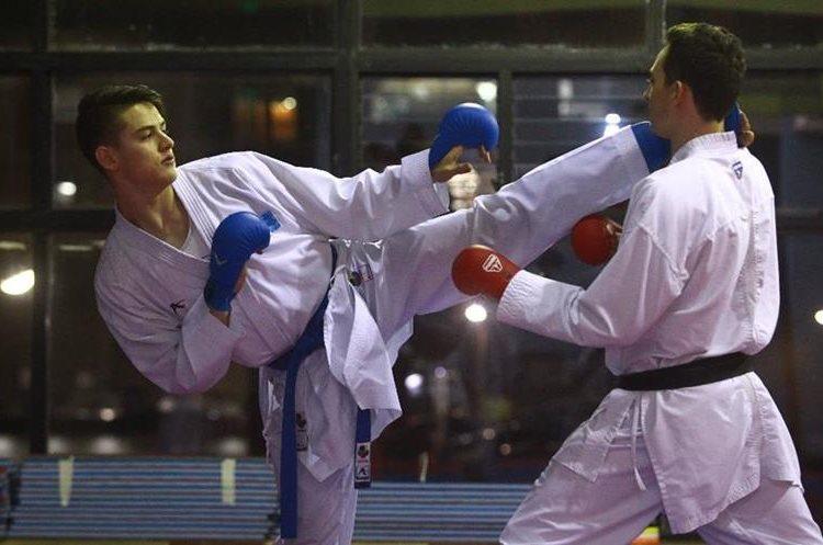 El karateca afronta su compromiso de ser un deportista de alto rendimiento y representar a Guatemala. (Foto Prensa Libre: Álvaro Interiano)