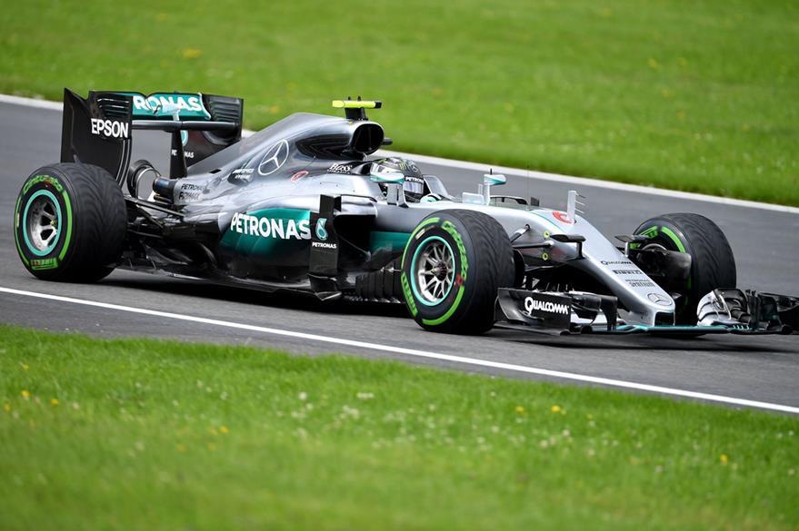 Rosberg conduce su monoplaza durante el primer día de ensayos en Austria. (Foto Prensa Libre: AFP)