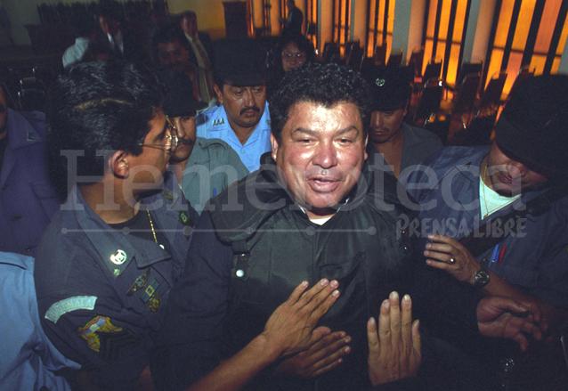 Alfredo Moreno es llevado a la Torre de Tribunales. (Foto: Hemeroteca PL)