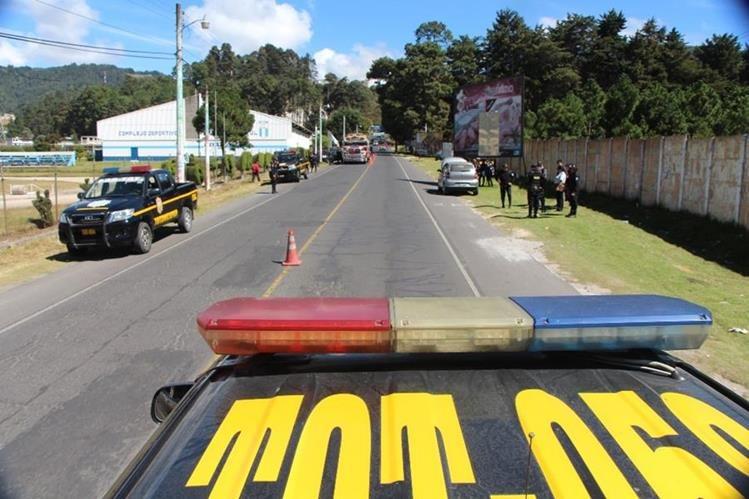 Uno de los operativos que autoridades efectúan en la cabecera de Totonicapán. (Foto Prensa Libre: Édgar Domínguez).