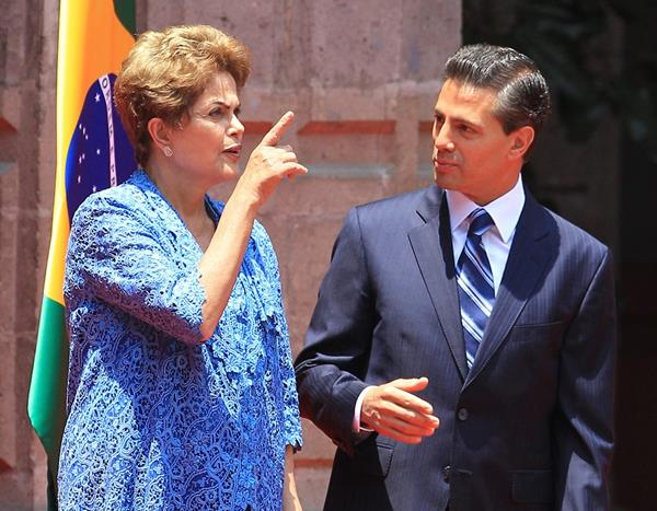 La mandataria de Brasil junto a su par de México. (Foto Prensa Libre: EFE).