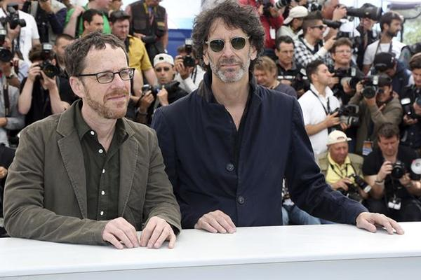 <p>Los cineastas estadounidenses Ethan Cohen y Joel Cohen durante la presentación del filme Inside Llewyn Davis en Francia en el 2013. (Foto Prensa Libre: EFE)</p>