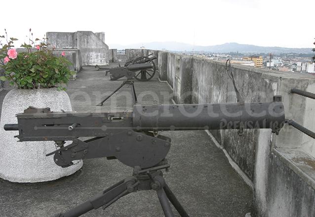 Viejos cañones ubicados en lo más alto del edificio. (Foto: Hemeroteca PL)