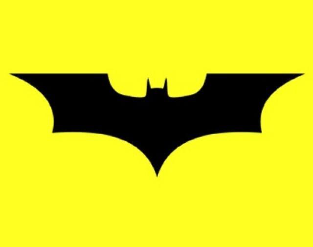 el logotipo de batman atraviesa el tiempo