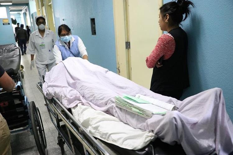 El herido ingresó al Hospital Regional de Occidente donde murió minutos después a causa de la herida. (Foto Prensa Libre: María Longo)
