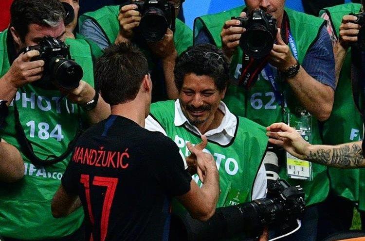 El fotógrafo salvadoreño Yuri Cortez fue arrollado por los jugadores de Croacia, al celebrar el gol anotado por Mario Mandzukic que llevó a la final del mundial Rusia 2018 a los croatas.