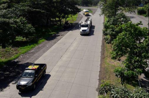 El Gobierno informó en sus redes sociales el MEM y la Policía Nacional Civil coordinan el traslado de 25 cisternas de Puerto Quetzal para garantizar el abastecimiento. (Foto, Prensa Libre: Cortesía)